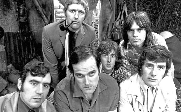 Los seis miembros de los Monty Python: Terry Jones, Graham Chapman, John Cleese, Eric Idle, Terry Gilliam y Michael Palin.